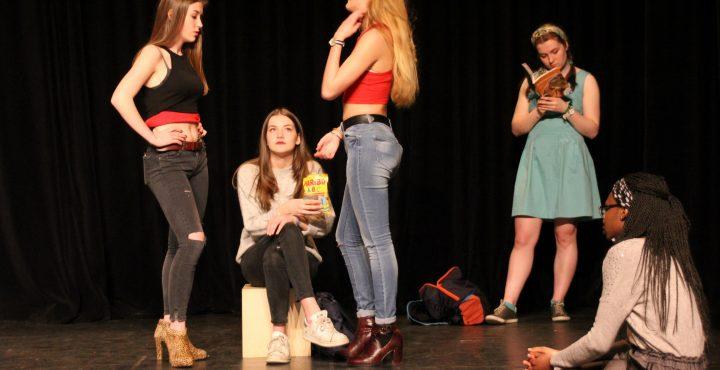 Groupe de jeunes sur scène
